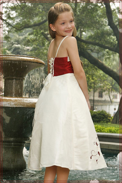 Click here for more flower girl dresses and flower girl accessories at