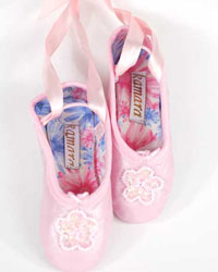 Click here for handmade ballet shoes at SophiasStyle